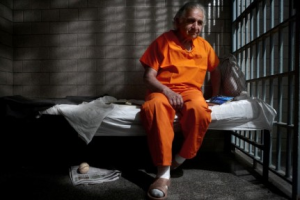 BERNARD.MADOFF.PRISON.PHOTO.BY.PETER.RAD